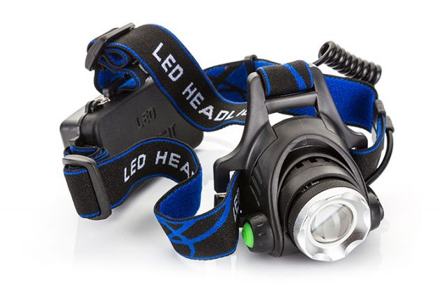 latarka czołowa czarna z niebiesko czarną gumą trzymającą nagłowe domikropigmentacji