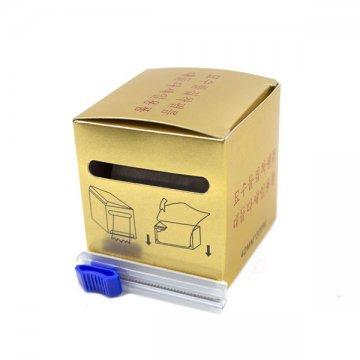 folia dookluzji wzłotym pudełku z nożykiem