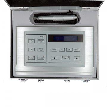 srebrne metalowe urządzenie domakijażu permanentnego z rączką wwalizce, zawartość