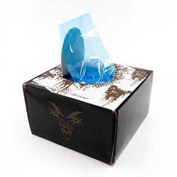 pudełko z niebieskimi foliami ochronnym nakabel dorączki
